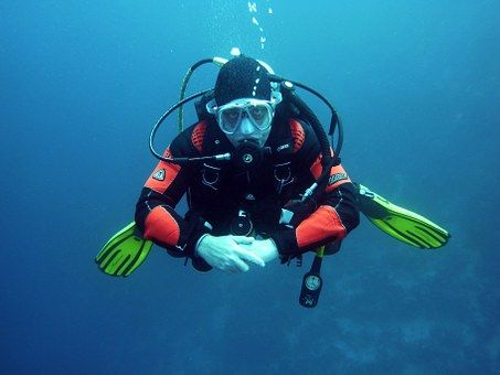 divers-668777__340